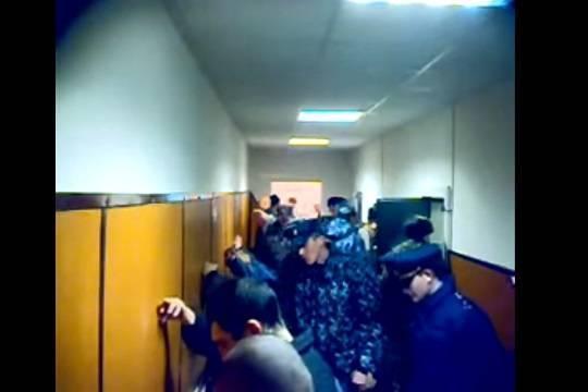 Рабочий колонии вКазани, воспитывавший осужденных ударами попочкам, получил условный срок